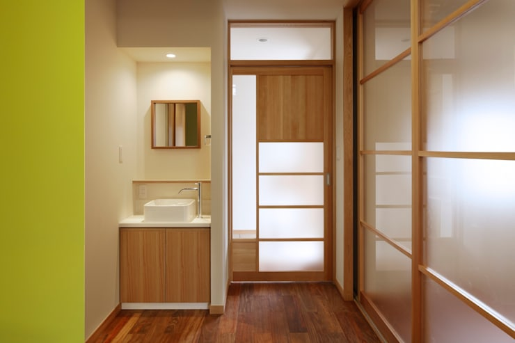 上野毛の家: TAMAI ATELIERが手掛けた窓です。,モダン