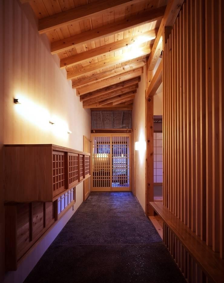 那須高原の家: TAMAI ATELIERが手掛けた廊下 & 玄関です。