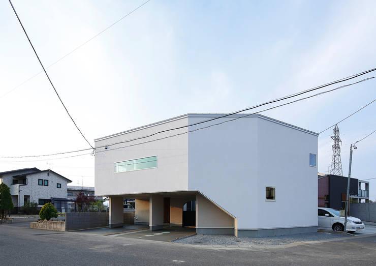 ロの字の家 外観: 腰越耕太建築設計事務所が手掛けた家です。