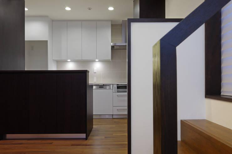 材木座の家: TAMAI ATELIERが手掛けたキッチンです。