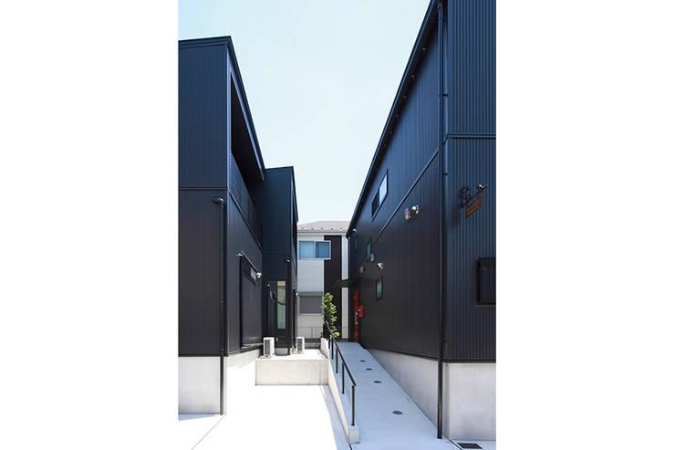 大倉山プロジェクト 外観2: 腰越耕太建築設計事務所が手掛けた家です。