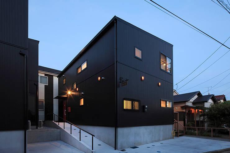 大倉山プロジェクト 外観3: 腰越耕太建築設計事務所が手掛けた家です。