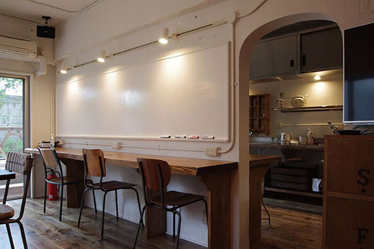 マノア狛江 ラウンジ2: 腰越耕太建築設計事務所が手掛けた和室です。