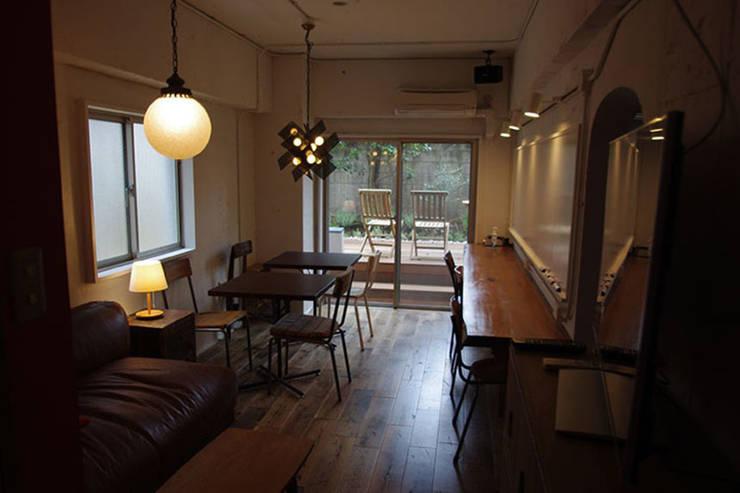 マノア狛江 ラウンジ3: 腰越耕太建築設計事務所が手掛けた和室です。
