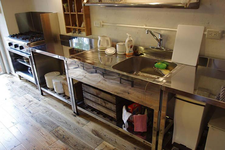マノア狛江 キッチン3: 腰越耕太建築設計事務所が手掛けたキッチンです。