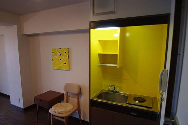 マノア狛江 個室: 腰越耕太建築設計事務所が手掛けた寝室です。
