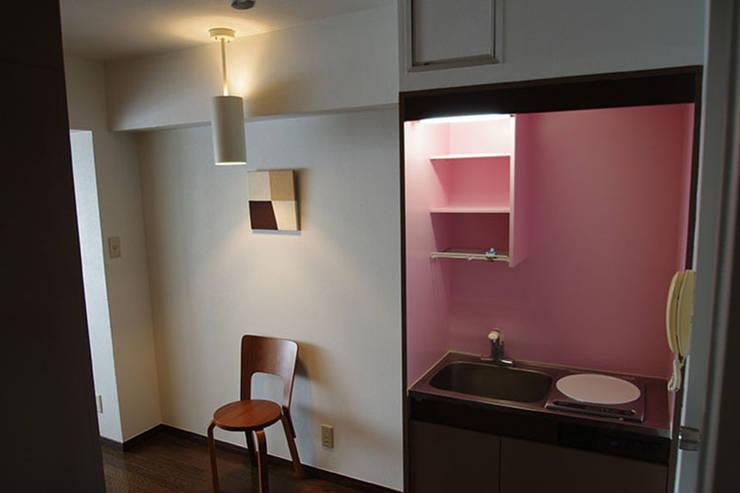 マノア狛江 個室2: 腰越耕太建築設計事務所が手掛けた寝室です。