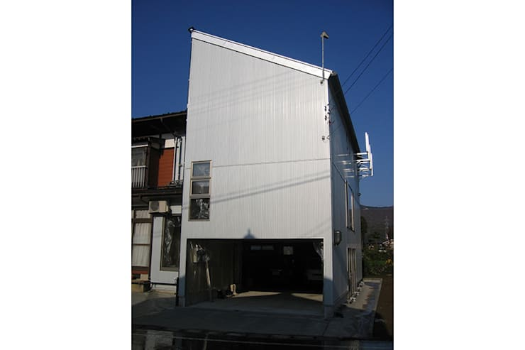 新潟の家 外観: 腰越耕太建築設計事務所が手掛けた家です。