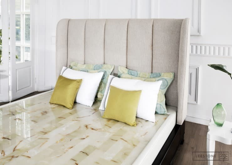 리스톤 멕시코 서팬틴 스톤 매트리스 & 카레나 침대: 리스톤의  침실