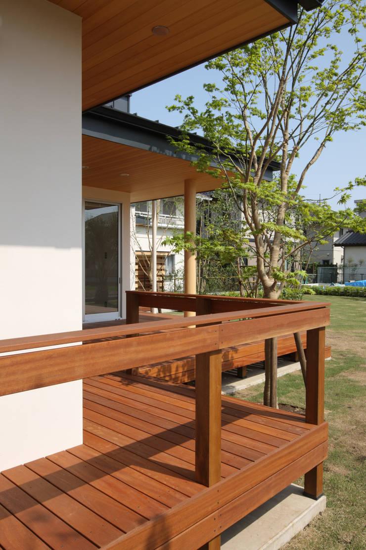 谷原新田の家: TAMAI ATELIERが手掛けたテラス・ベランダです。