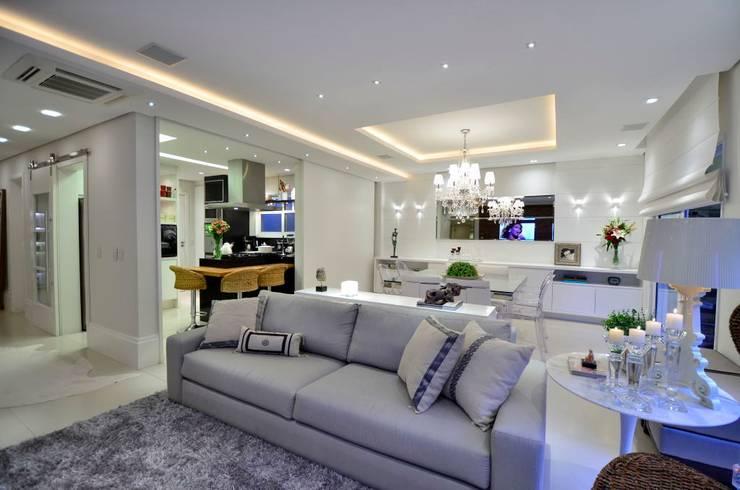 Salas / recibidores de estilo  por Tania Bertolucci  de Souza  |  Arquitetos Associados