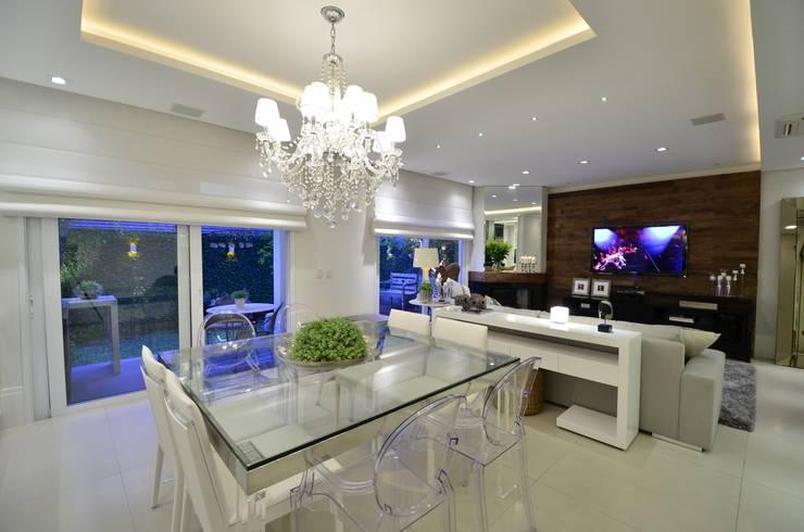 غرفة السفرة تنفيذ Tania Bertolucci  de Souza  |  Arquitetos Associados