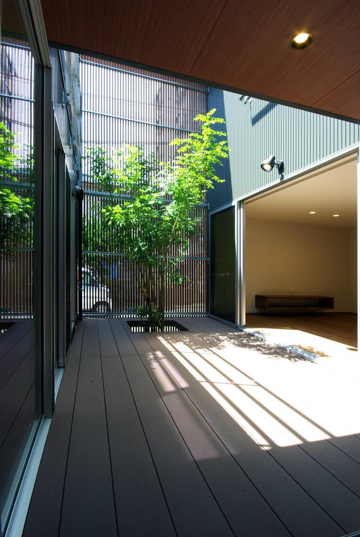 木町の家: アトリエ イデ 一級建築士事務所が手掛けた庭です。