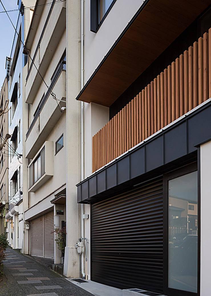 北側外観(リフォーム): 河合建築デザイン事務所が手掛けた家です。,