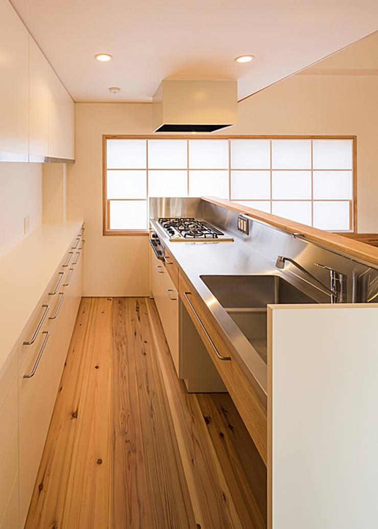 特注ステンレスキッチン: 河合建築デザイン事務所が手掛けたキッチンです。,