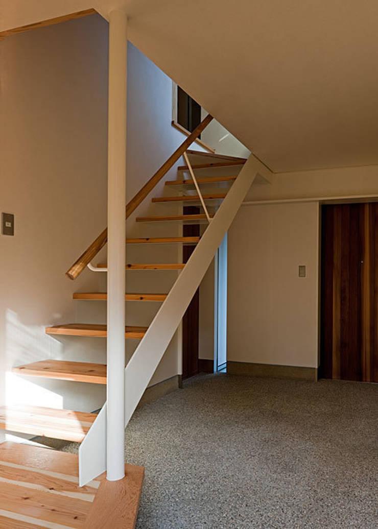 トキワの家: 河合建築デザイン事務所が手掛けた廊下 & 玄関です。