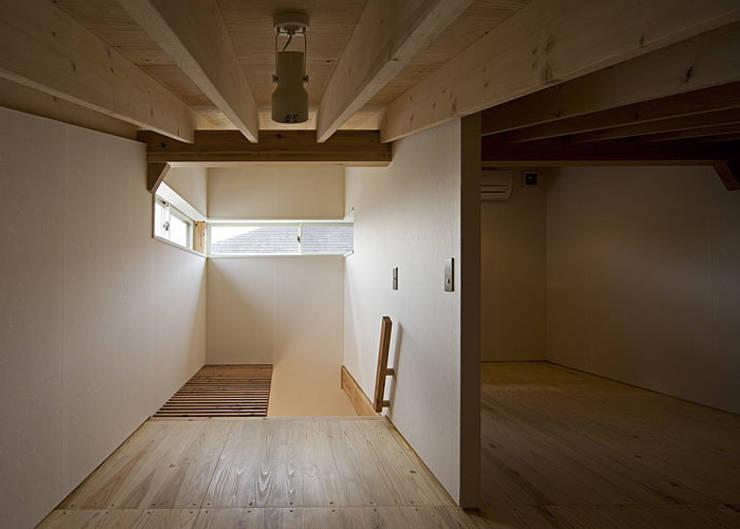 ロフト: 河合建築デザイン事務所が手掛けた和室です。