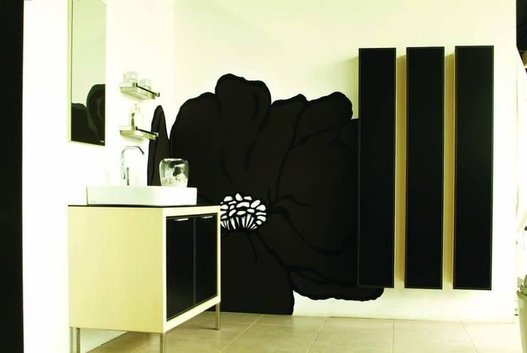 Bagno in stile in stile Moderno di Murales Divinos