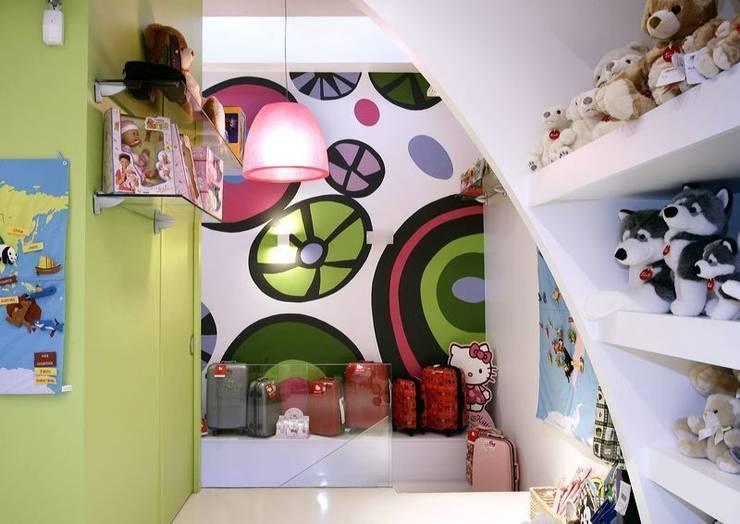 Tienda de juguetes: Oficinas y Tiendas de estilo  de Murales Divinos, Moderno