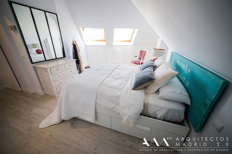 Camera da letto in stile in stile Mediterraneo di Arquitectos Madrid 2.0