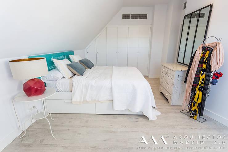 dormitorio kitsch - moderno: Dormitorios de estilo  de Arquitectos Madrid 2.0, Mediterráneo
