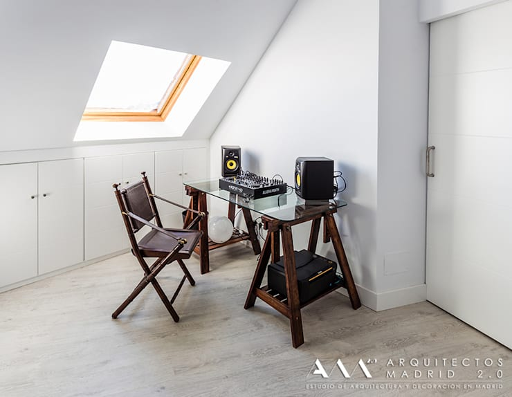 despacho estudio minimalista: Estudios y despachos de estilo  de Arquitectos Madrid 2.0