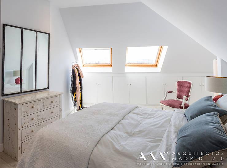 dormitorio kitsch - moderno: Dormitorios de estilo  de Arquitectos Madrid 2.0
