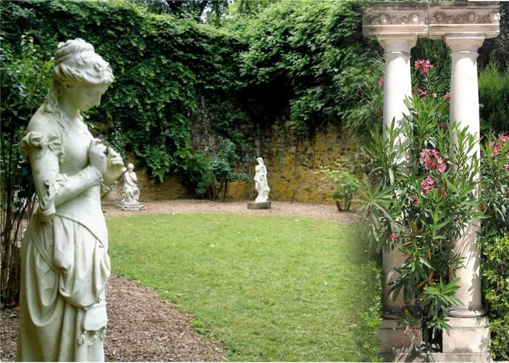 Un diálogo secreto en el jardín: Gimnasios domésticos de estilo clásico de Decorarconarte.com