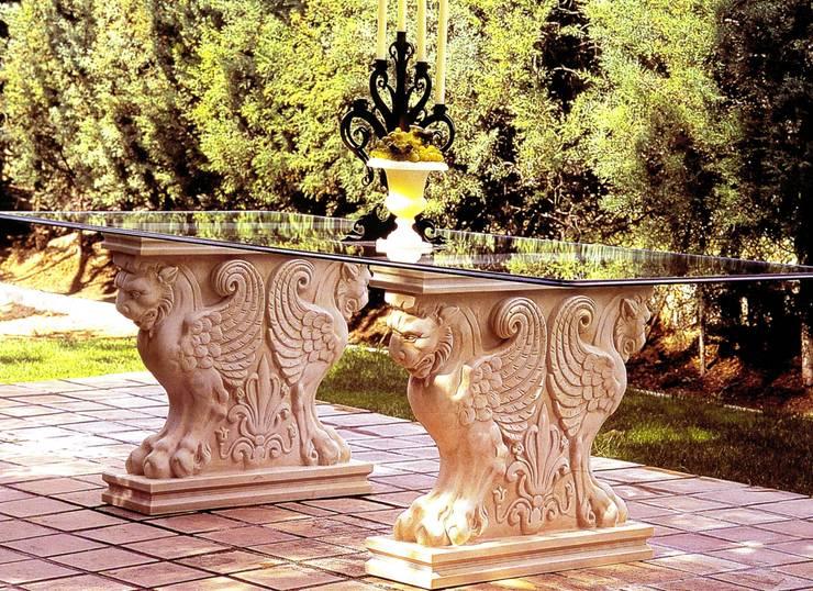 Mesa romana: Jardín de estilo  de Decorarconarte.com