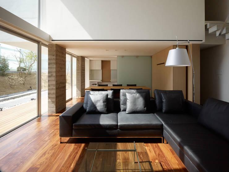 living to dining: 株式会社ラウンドテーブル|一級建築士事務所が手掛けたリビングです。
