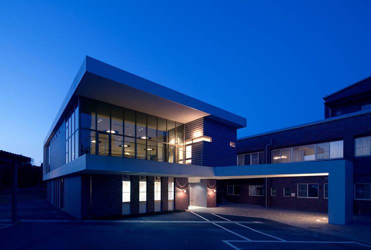 特別養護老人ホームいい穂会: ISDアーキテクト/一級建築士事務所が手掛けた商業空間です。,モダン