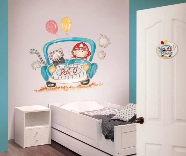 Niño y gato en coche Dormitorios infantiles de estilo moderno de Murales Divinos Moderno