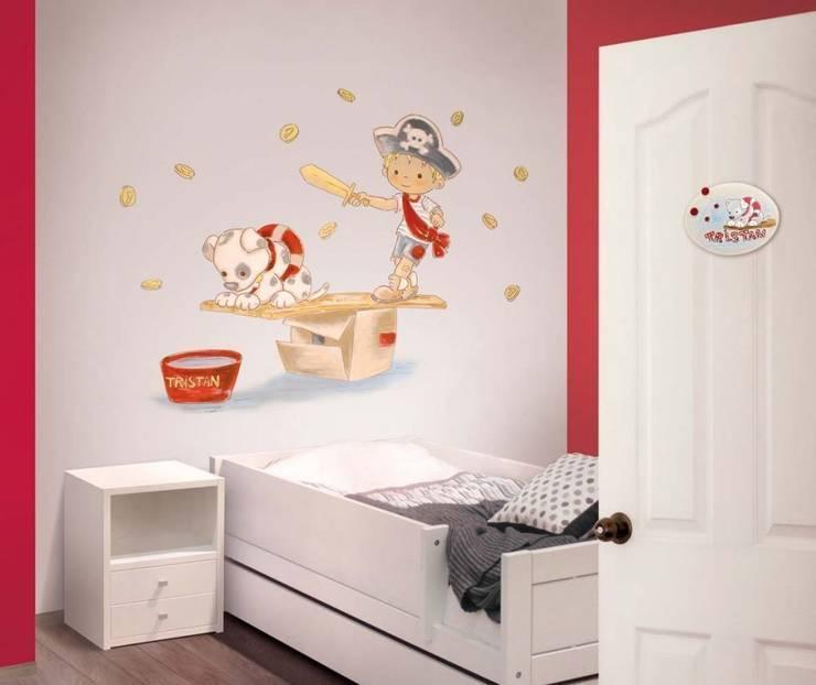 Pirata con perrito Dormitorios infantiles de estilo moderno de Murales Divinos Moderno