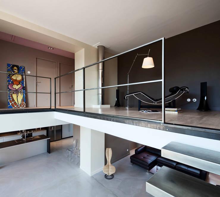 Salas de estar modernas por Lautrefabrique