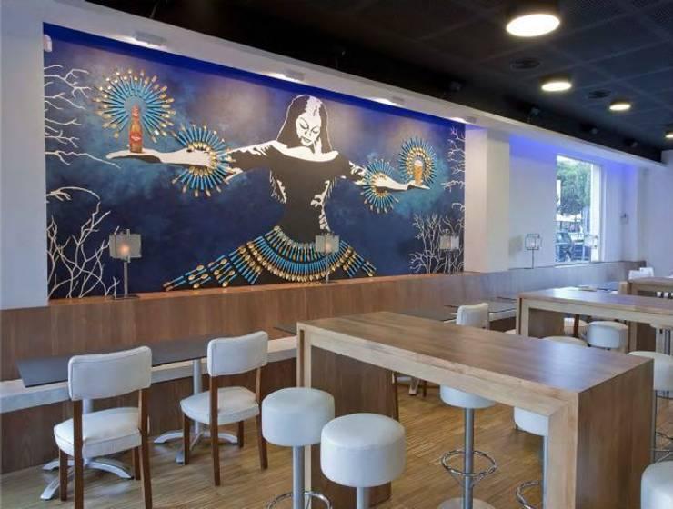 Decoración artística en restaurante Bares y clubs de estilo moderno de Murales Divinos Moderno