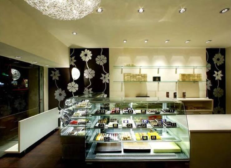 Zona de pastelería de restaurante Oficinas y tiendas de estilo moderno de Murales Divinos Moderno