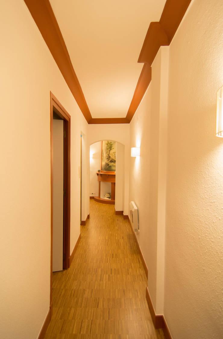 Pasillo - Reforma integral en Donostia / San Sebastián (Gipuzkoa) Pasillos, vestíbulos y escaleras de estilo escandinavo de Apal Estudio Escandinavo