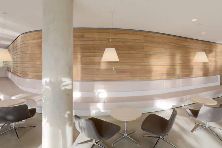 Massief houten wandsysteem:  Kantoorgebouwen door Derako International B.V., Modern