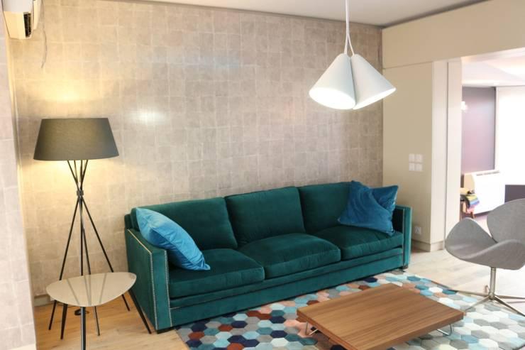 The blue petrol House: Salon de style de style Moderne par Agence O² Design