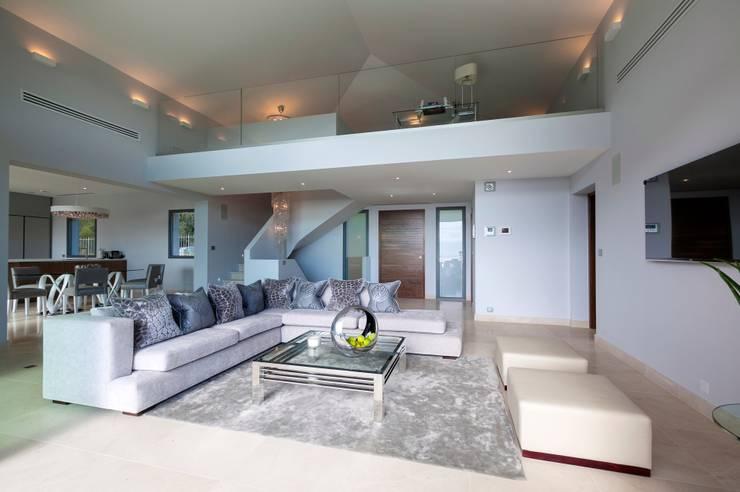 Livings de estilo  por Urban Cape Interiors