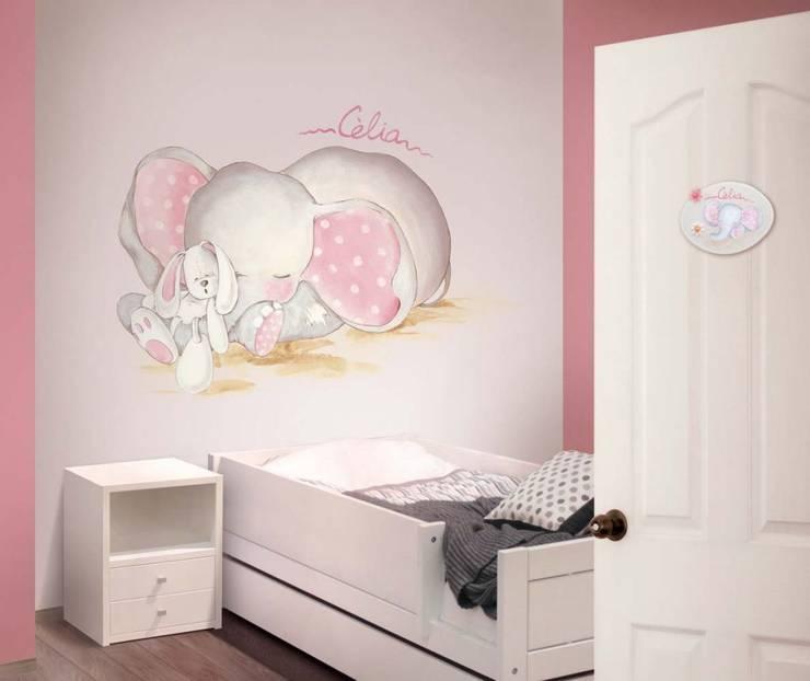 Elefante con peluche Dormitorios infantiles de estilo clásico de Murales Divinos Clásico