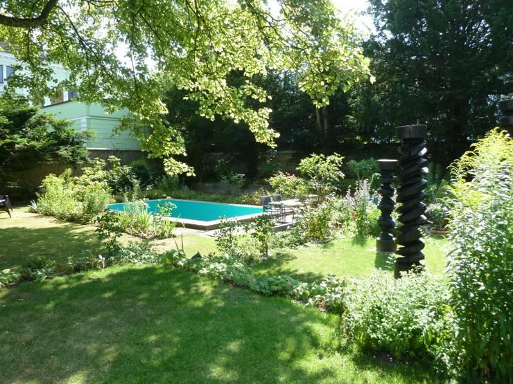 Villa V: ausgefallener Garten von Villa V