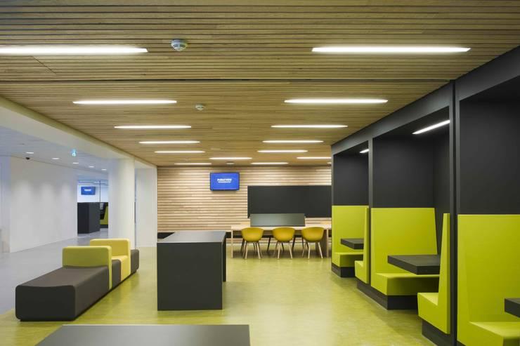 Massief houten systemen:  Scholen door Derako International B.V., Modern