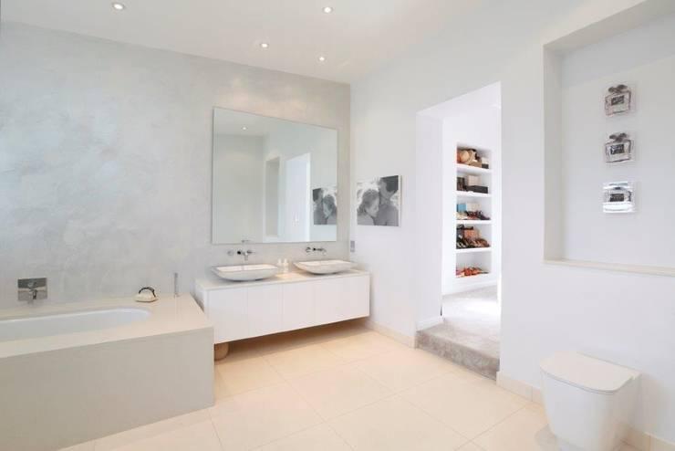 Wandsworth London, Detached House Refurbishment and Design: classic Bathroom by Urban Cape Interiors