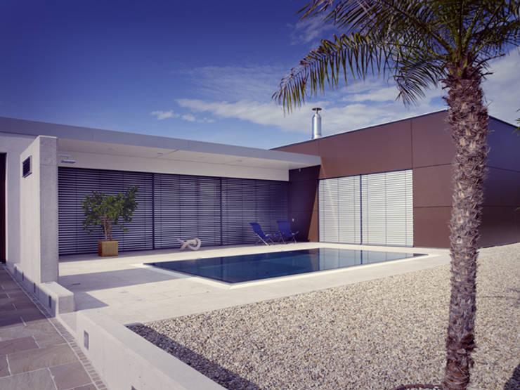 Haus Gravogl:  Pool von Architekturbüro Andi Lang