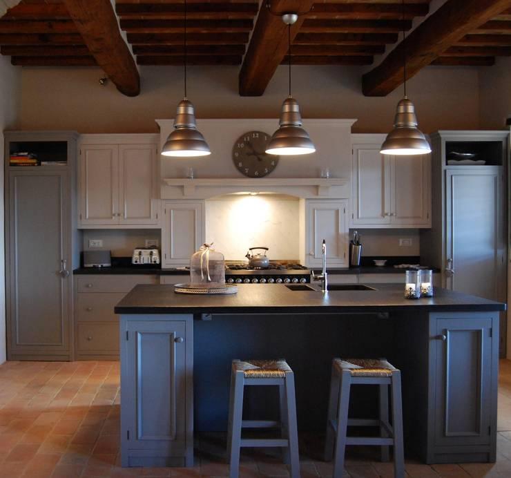 Cucina Skyline: Cucina in stile in stile Rustico di Porte del Passato