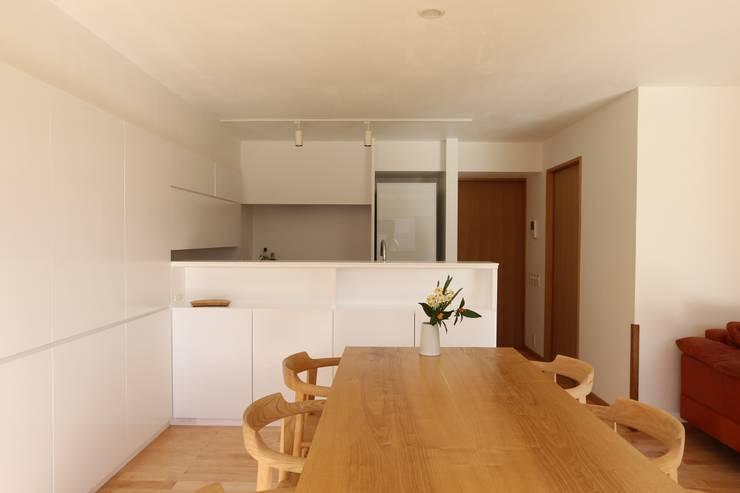 足利のリノベーション ダイニング キッチン: 鈴木隆之建築設計事務所が手掛けたキッチンです。