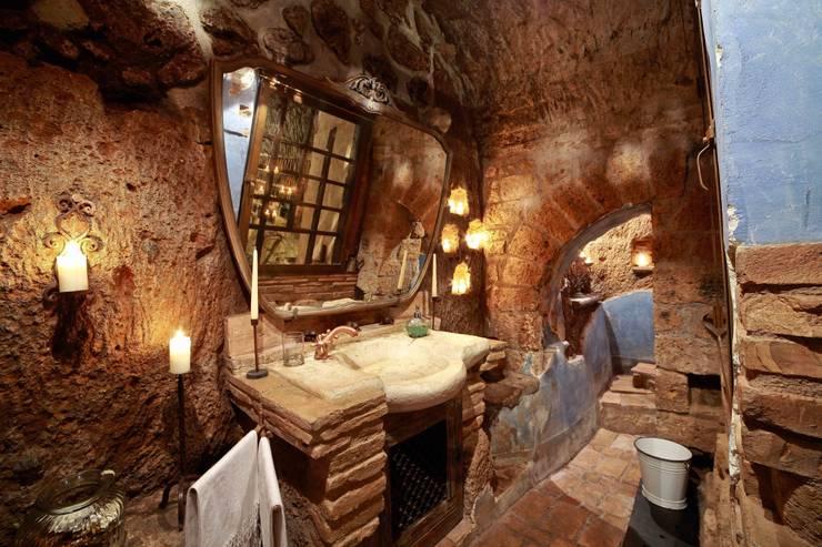 LAVABO: Bagno in stile In stile Country di VIA ROMANA