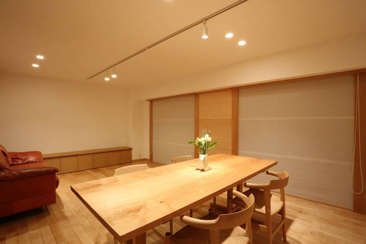 足利のリノベーション リビング ダイニング: 鈴木隆之建築設計事務所が手掛けたリビングです。