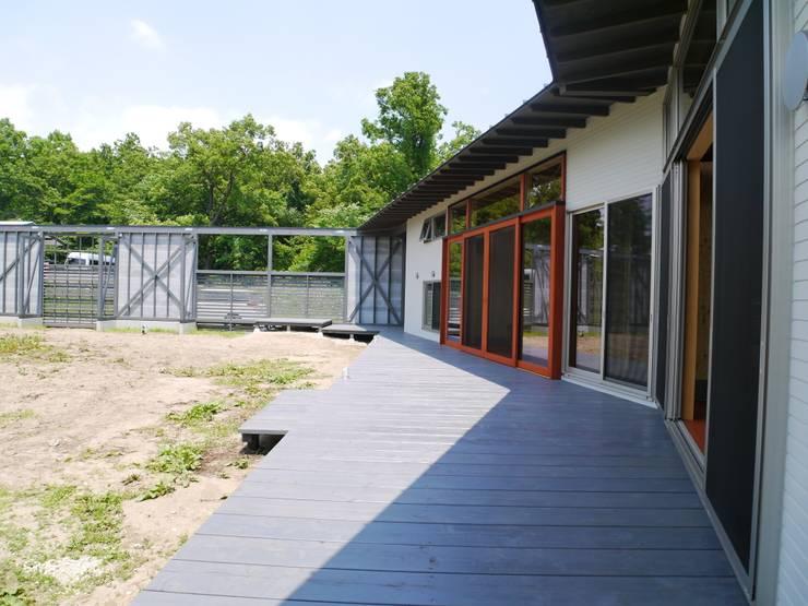 ウッドデッキ: 渡邉 清/スタイルウェッジ一級建築士事務所が手掛けた家です。